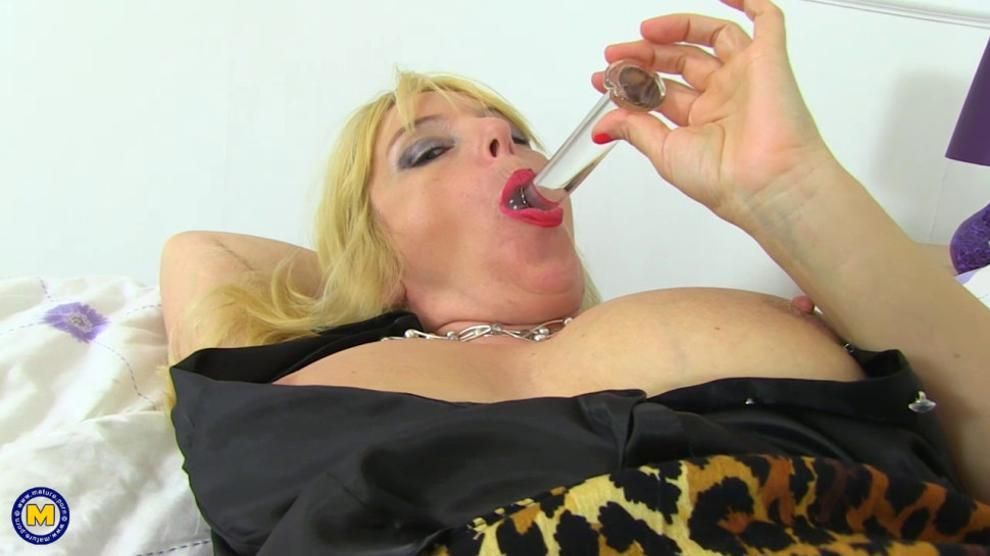 British Big Breasted Housewife Fingering Herself