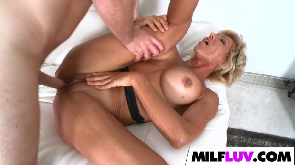 Double dipping blonde MILF Lyla