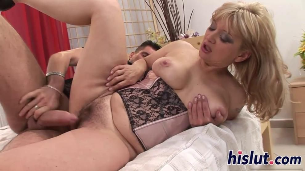 Raunchy MILF bimbo gets her pussy destroyed